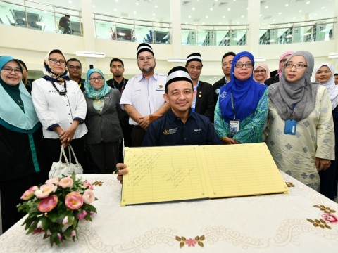 Education Minister Visits New CFS Gambang Campus