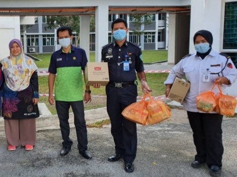 DRY FOOD DISTRIBUTION DURING RMO TO CFS IIUM STUDENT